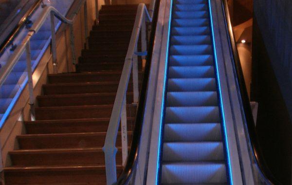 Blaue Sockelbeleuchtung - Holland